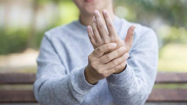 tendinite de la main tendinite du poignet chirurgien du poignet paris 9 dr laurent thomsen clinique drouot