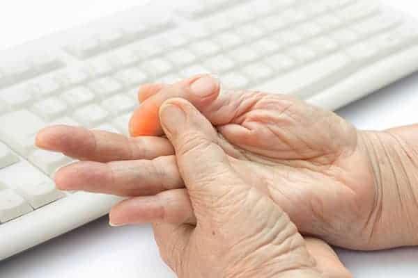Comment soigner un doigt à ressaut ?